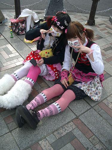 Хараджуку (Хараюку) - это особенный стиль одежды молодой девушки или...